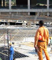 Travail illégal : la carte professionnelle généralisée dans le bâtiment