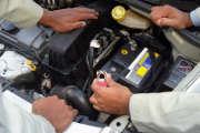 moteur-hommes-reparation