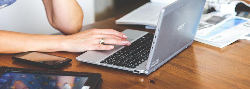 ordinateur-recherche-femme