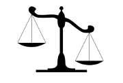 balance-justice-noir-plateaux