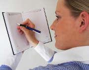 femme-stylo-agenda