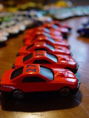 voitures-rouges-flotte-jouets